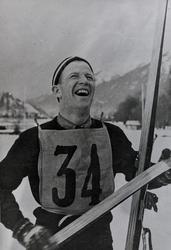 Birger Ruud etter vinnerhoppet i OL i Garmisch Partenkirchen