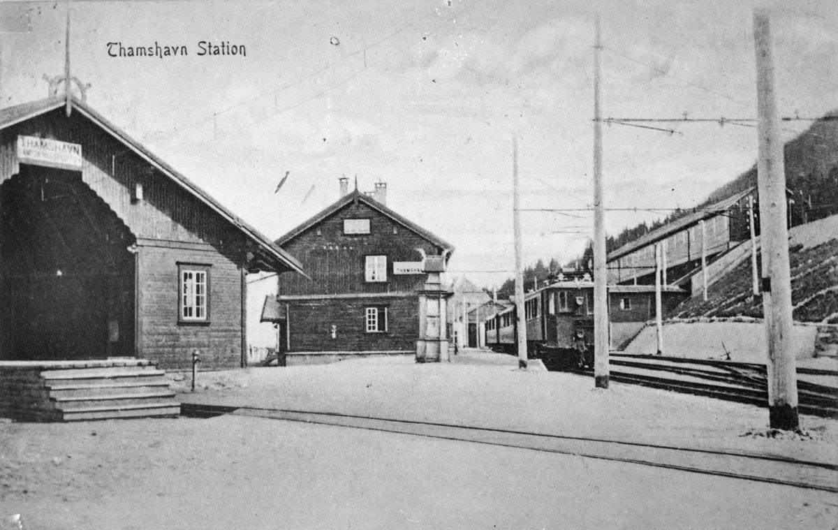 Thamshavn stasjon med tog.