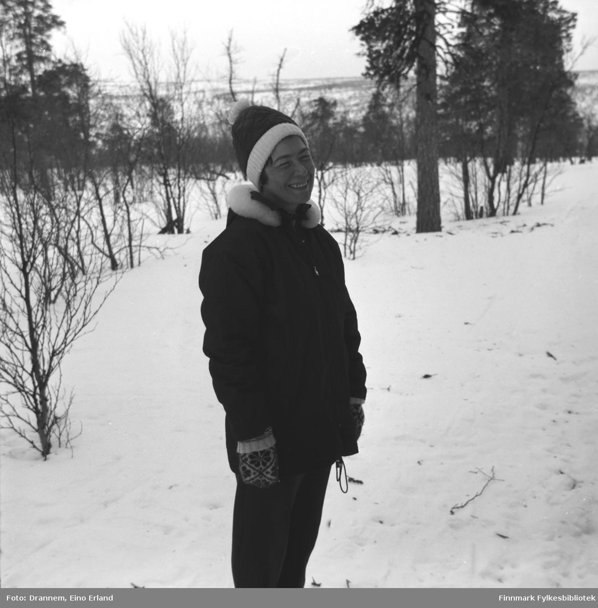 Jenny Drannem på tur i skogen i nærheten av Karasjok.