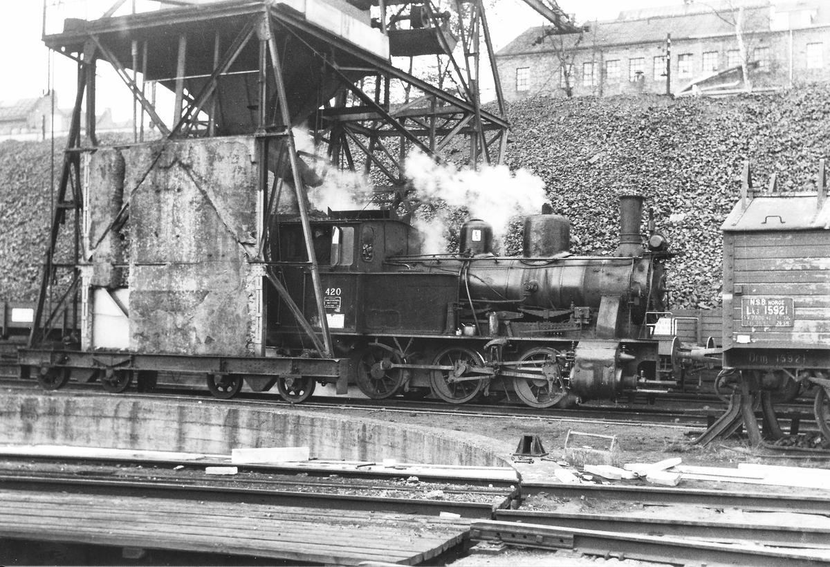 Damplokomotiv 25d 420 ved kullingsanlegget i Lodalen i Oslo.