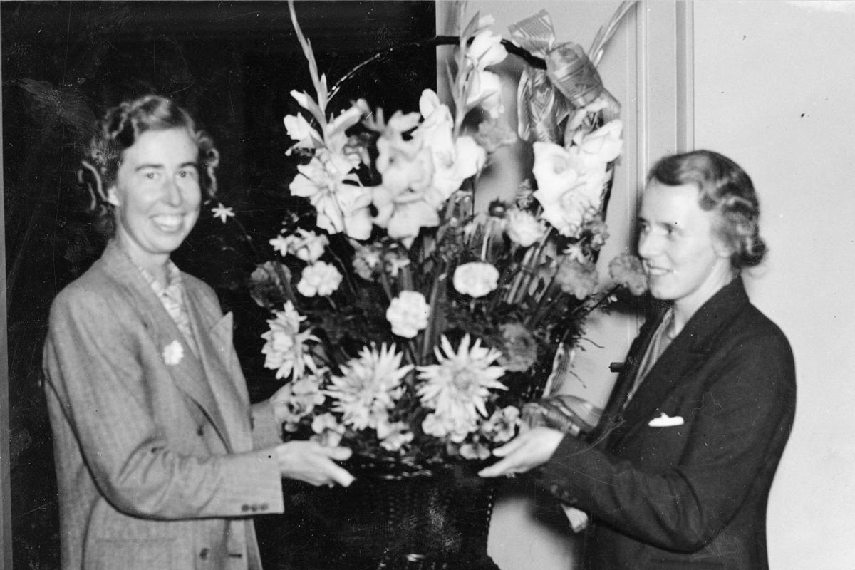 Posttjänstemännens Förenings Allmänna Möte 12 - 13 sept. 1941.  Fr.vänster: Fröken I. Holmberg och fru H. Wallin.
