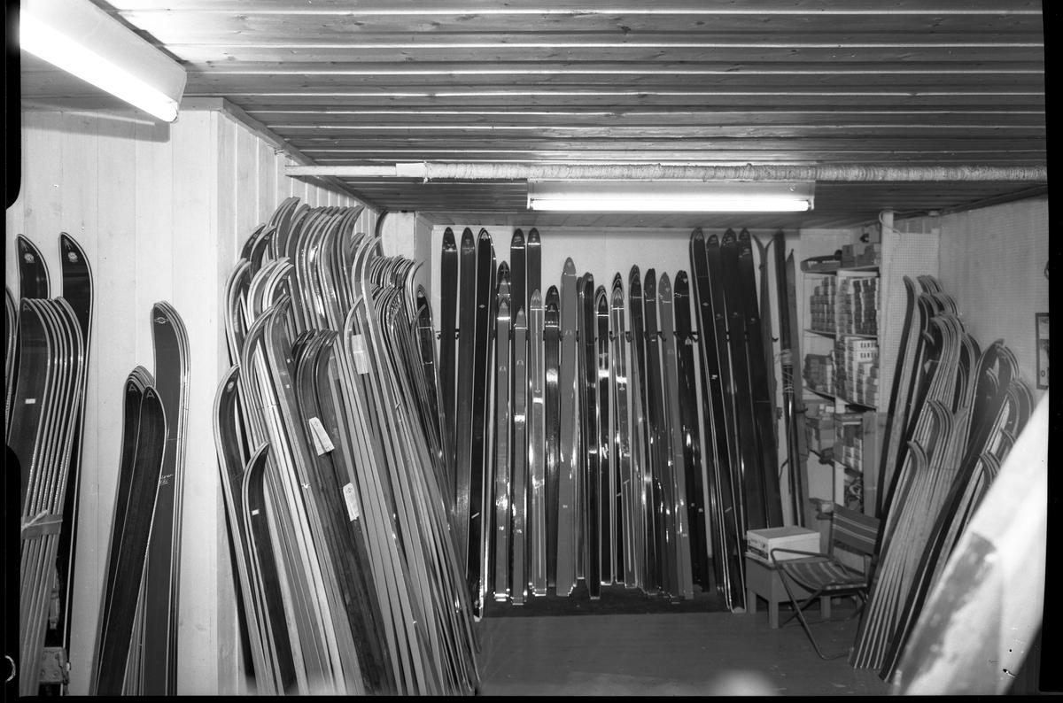 Hoel & Halvorsen, sportsforretning, skiutstilling, interiør