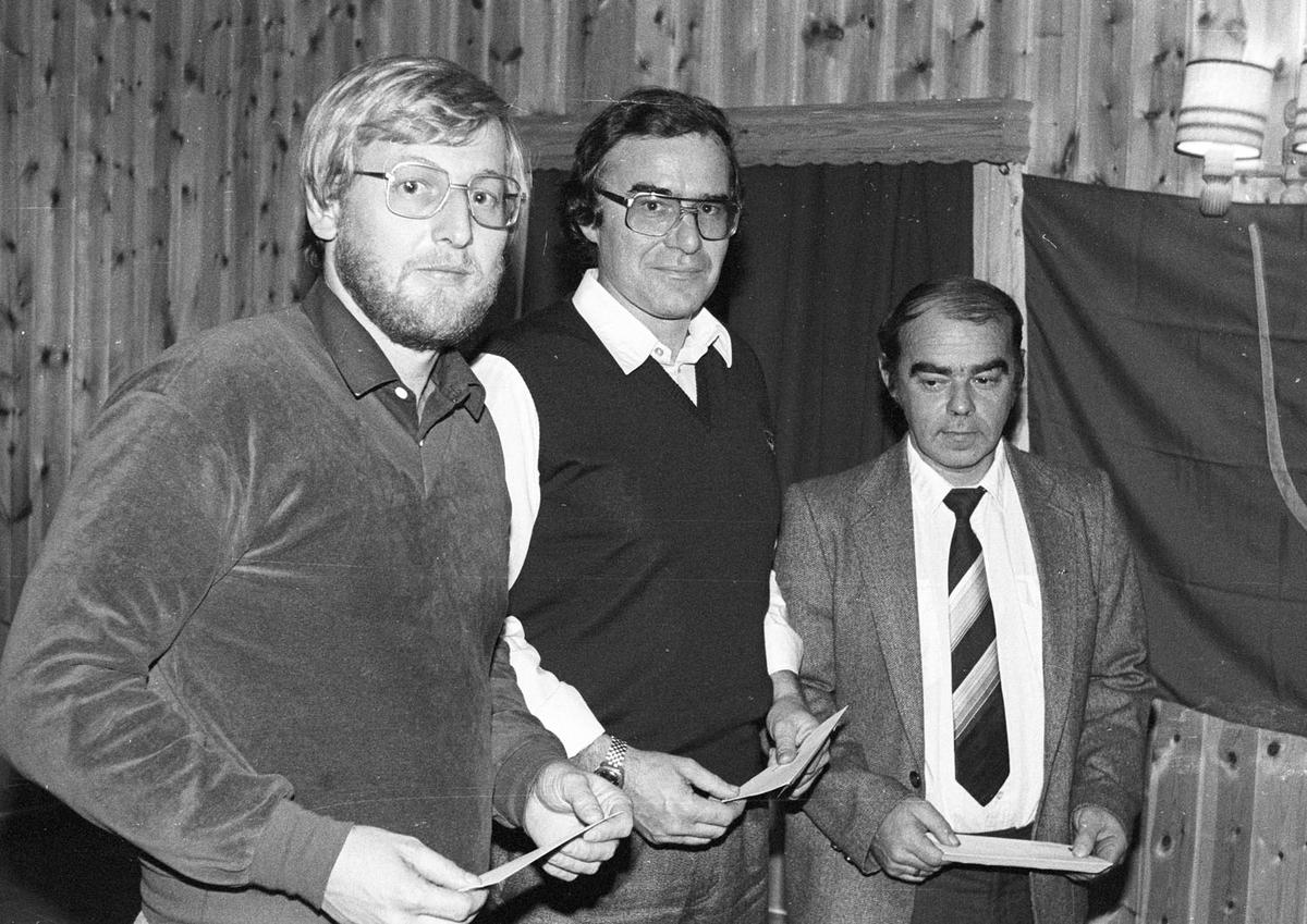 Utdeling av kulturstipend til fotballklubbene i kommunen. 1984