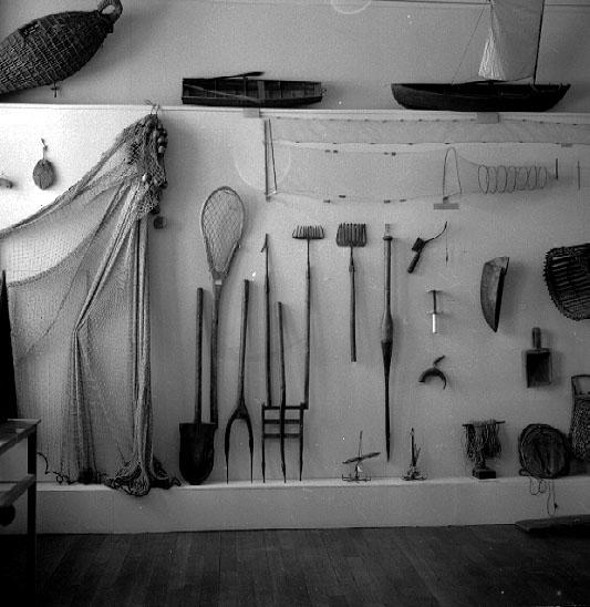 Thure Elgåsen. f. 26/6-1910. d. 6/9-1985. Tivedenkännare, konsthantverkare, scoutledare och hembygdsföreningsman. Övrig information se personarkiv i Väster-götlands museum, Skara.