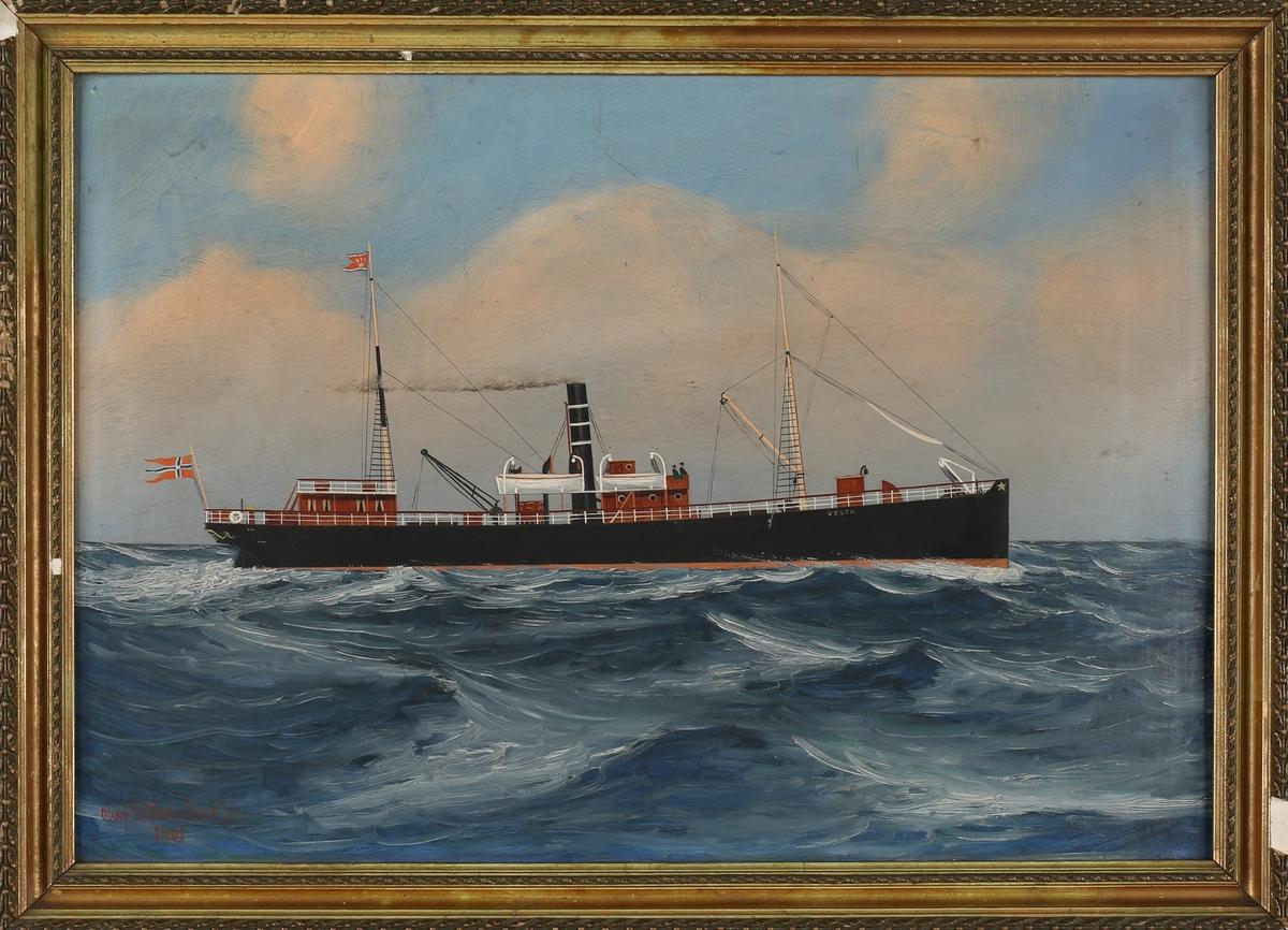 Skipsportrett av DS VESTA under fart i åpen sjø. Med rederiflagg til BDS i masten og splittflagg akter.