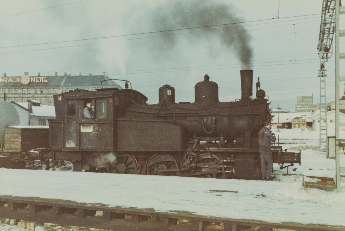 Skifting på Oslo Østbanestasjon med damplokomotive type 23b 441.