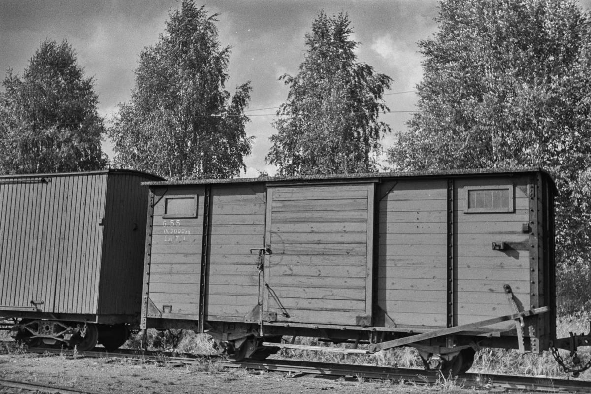 Hensatt godsvogn på Sørumsand stasjon etter nedleggelsen.