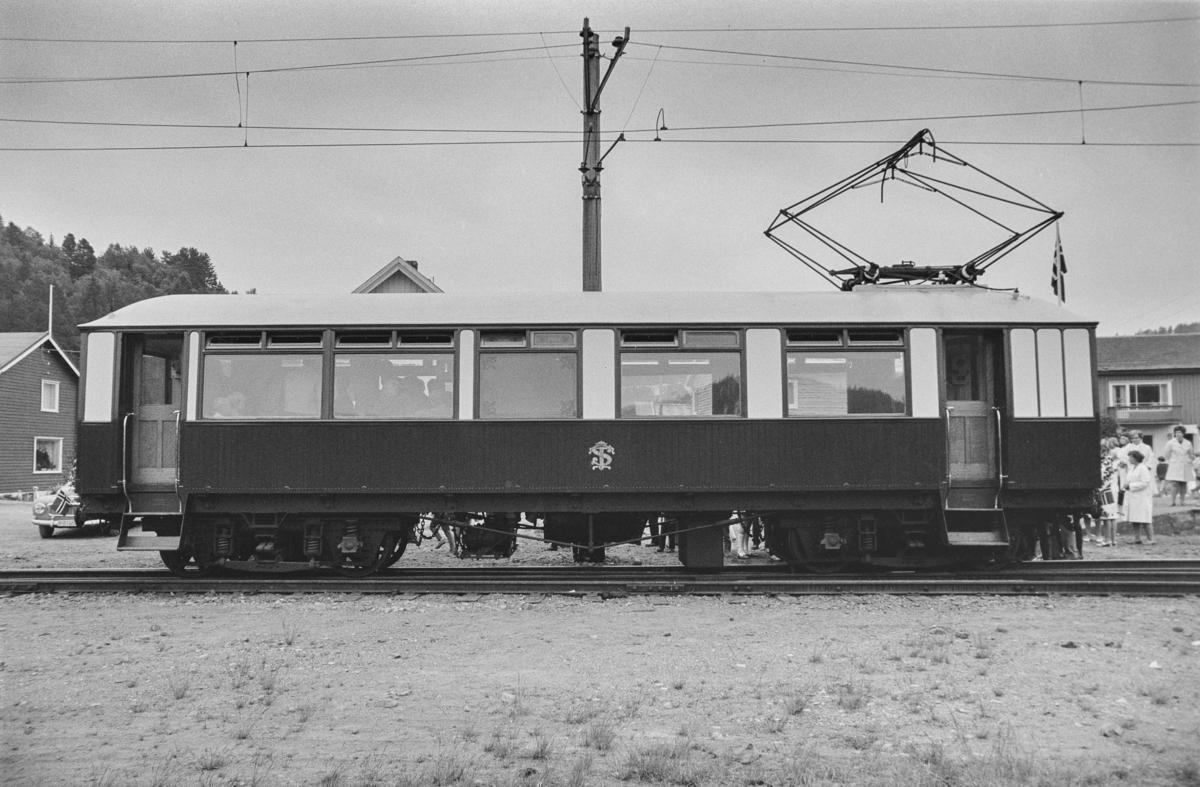 Thamshavnbanens motorvogn. Kongevognen.