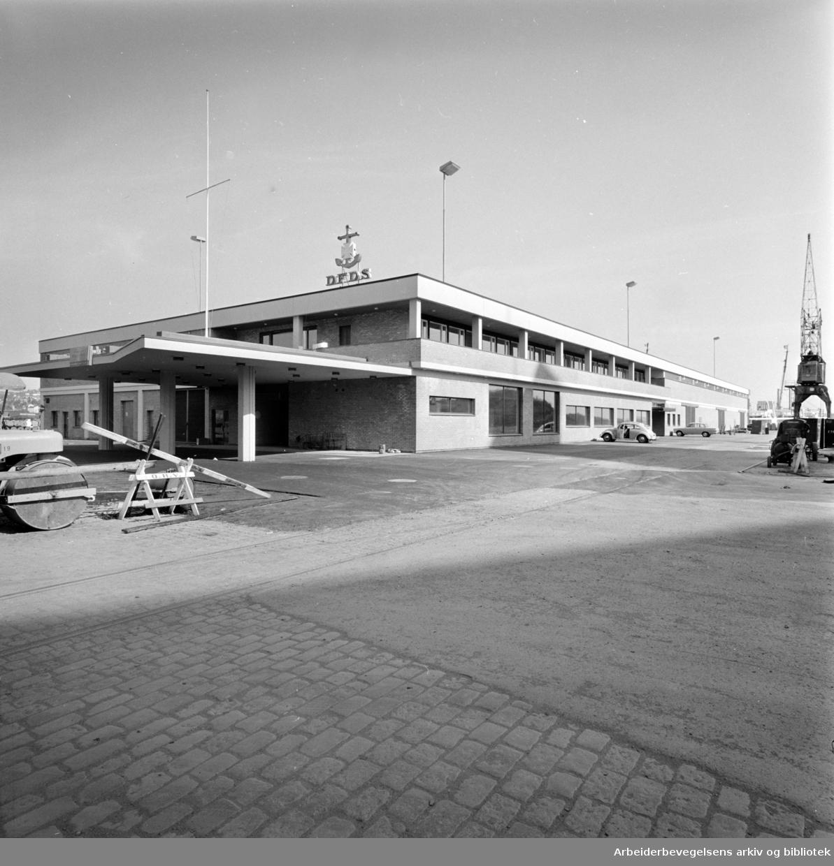 Havna. Ny ekspedisjonshall for danskebåtene. Mai 1964