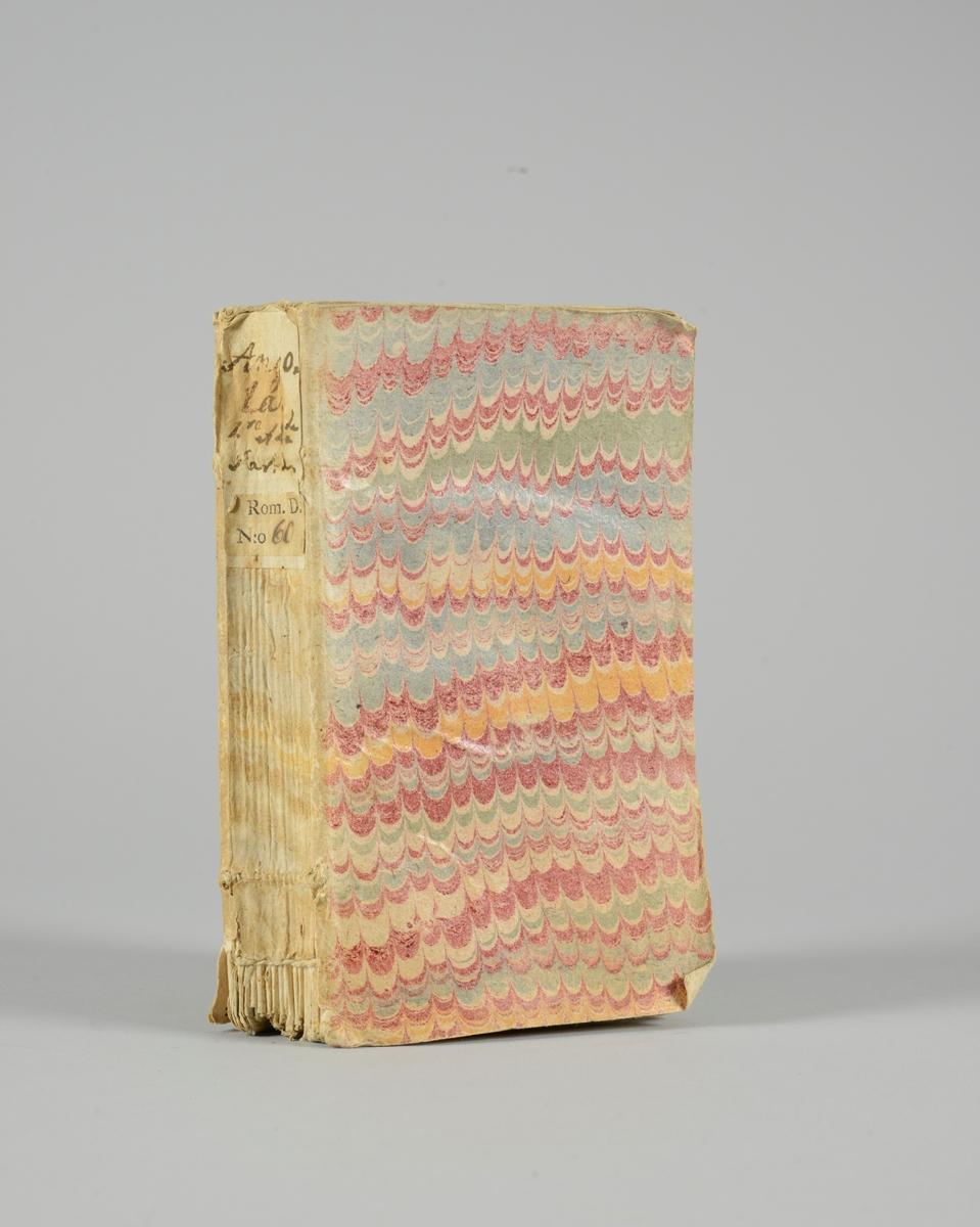 """Bok, pappband, """"Angola, histoire Indienne """",del 1-2, tryckt 1748  i Agra, Indien. Marmorerade pärmar, blekt rygg med etiketter med bokens titel och nummer. Oskuret snitt."""