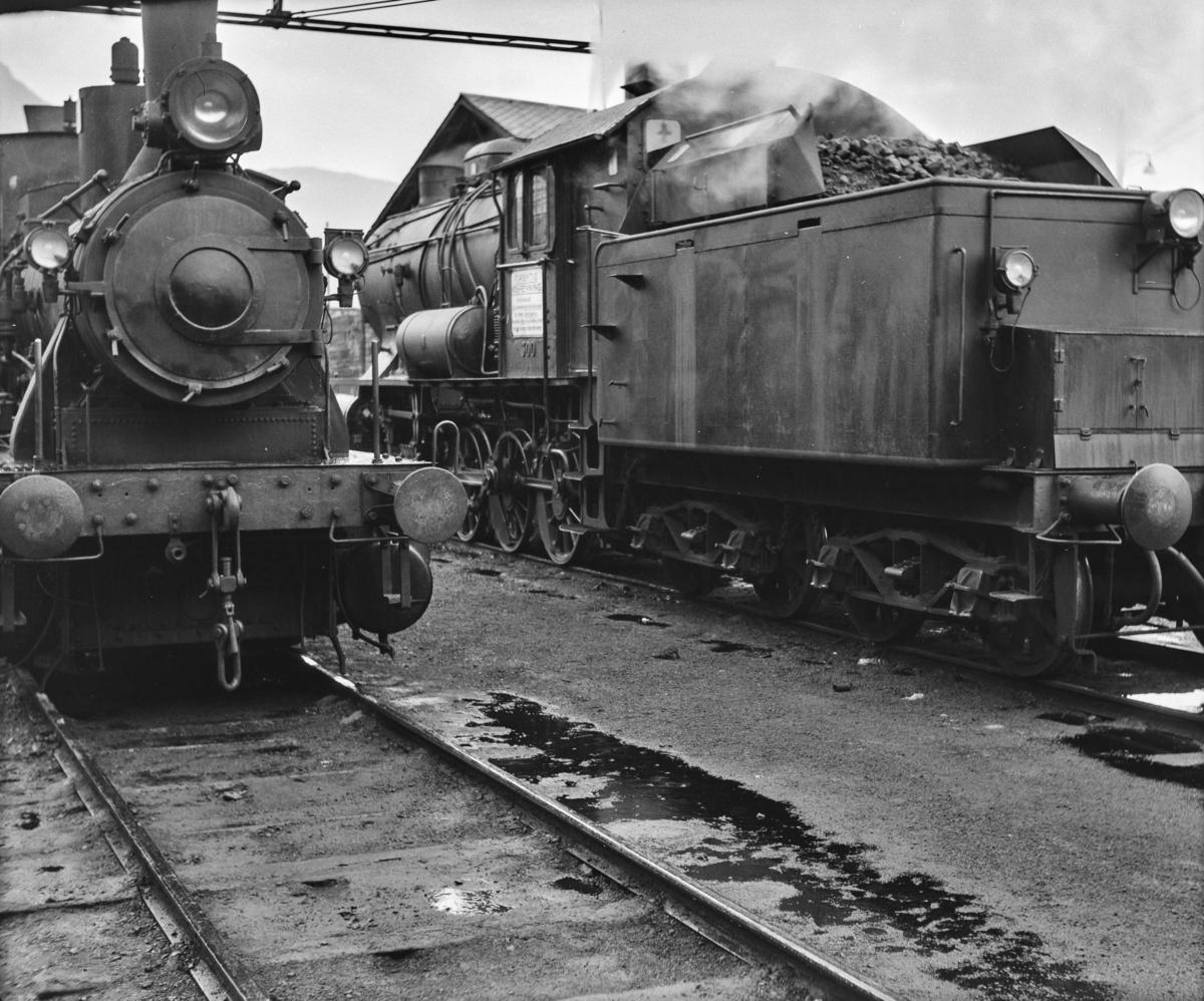 Damplokomotiv type 25b nr. 340 og type 33a nr. 300 i Bergen.
