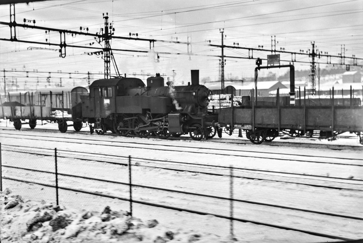 Damplokomotiv type 32a nr. 290 på Alnabru stasjon.