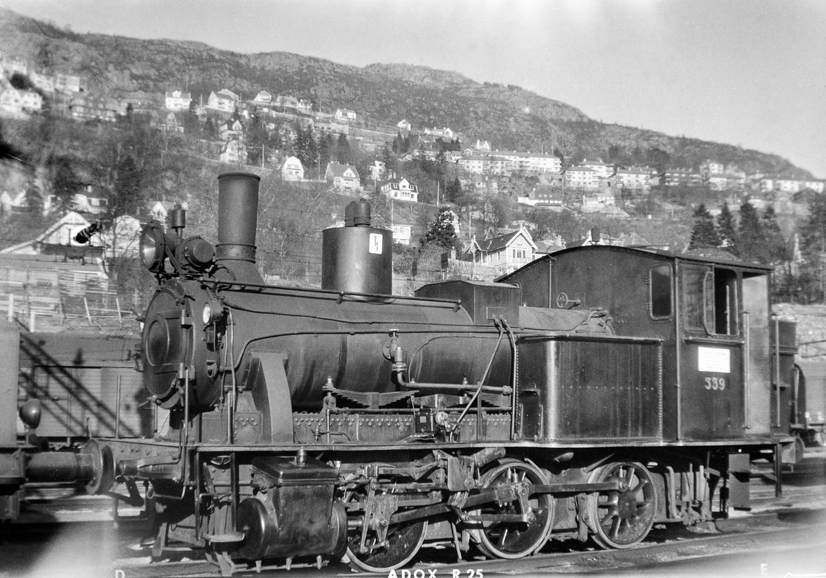 Damplokomotiv type 25b nr. 339 på Bergen stasjon.