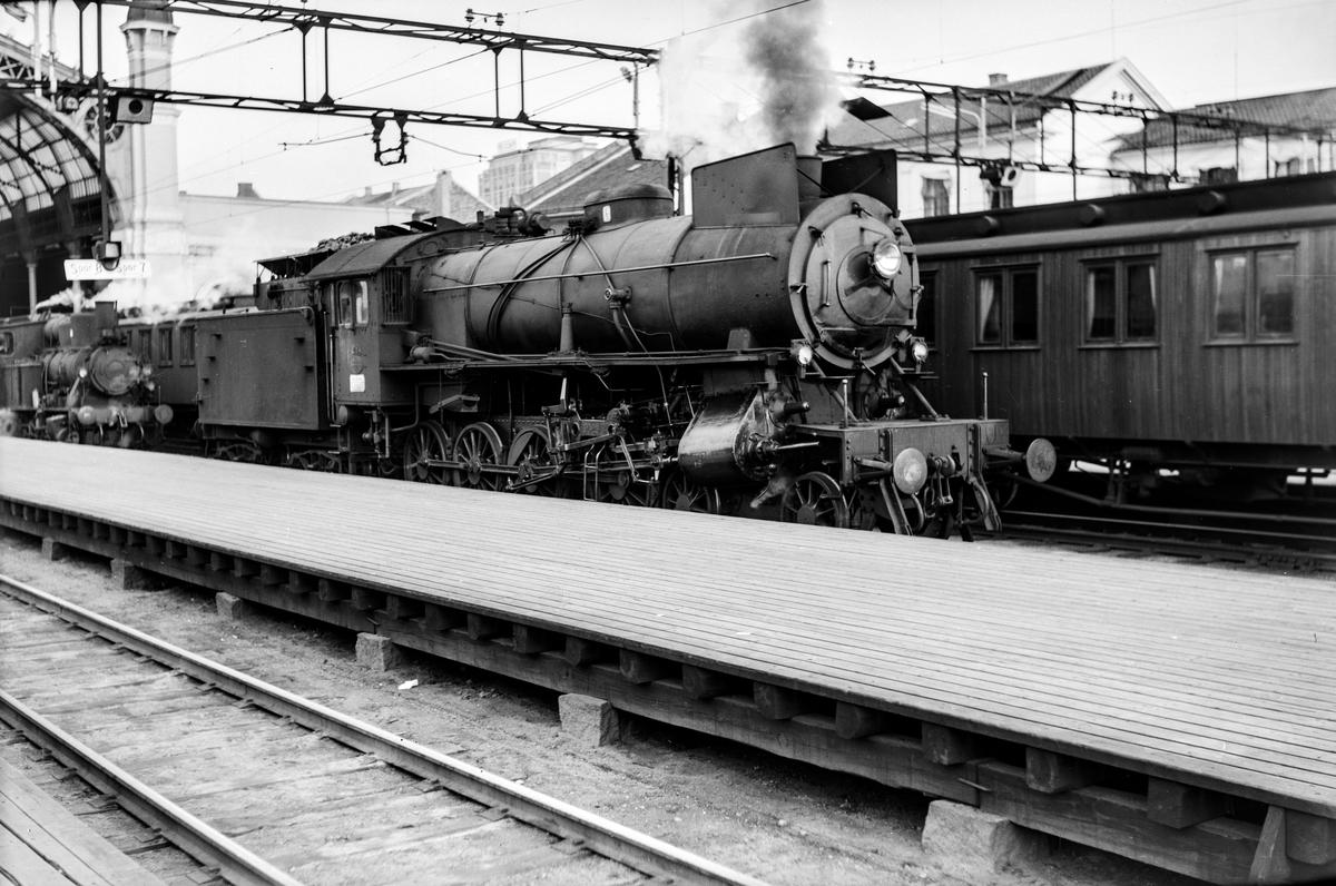 Damplokomotiv type 31a nr. 284 på Oslo Østbanestasjon.