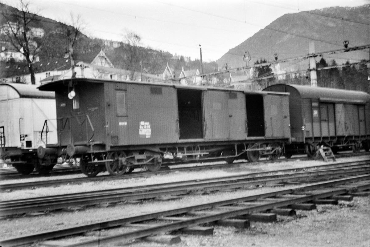 Godsvogn litra Gfo2 nr. 14135 på Bergen stasjon.