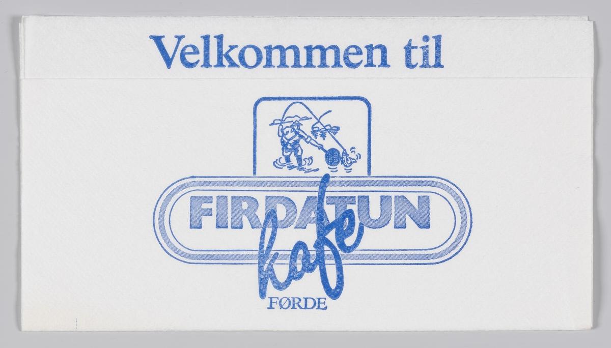En lystfisker som fanger en fisk og en reklametekst for Firdatun kafe på Førde.