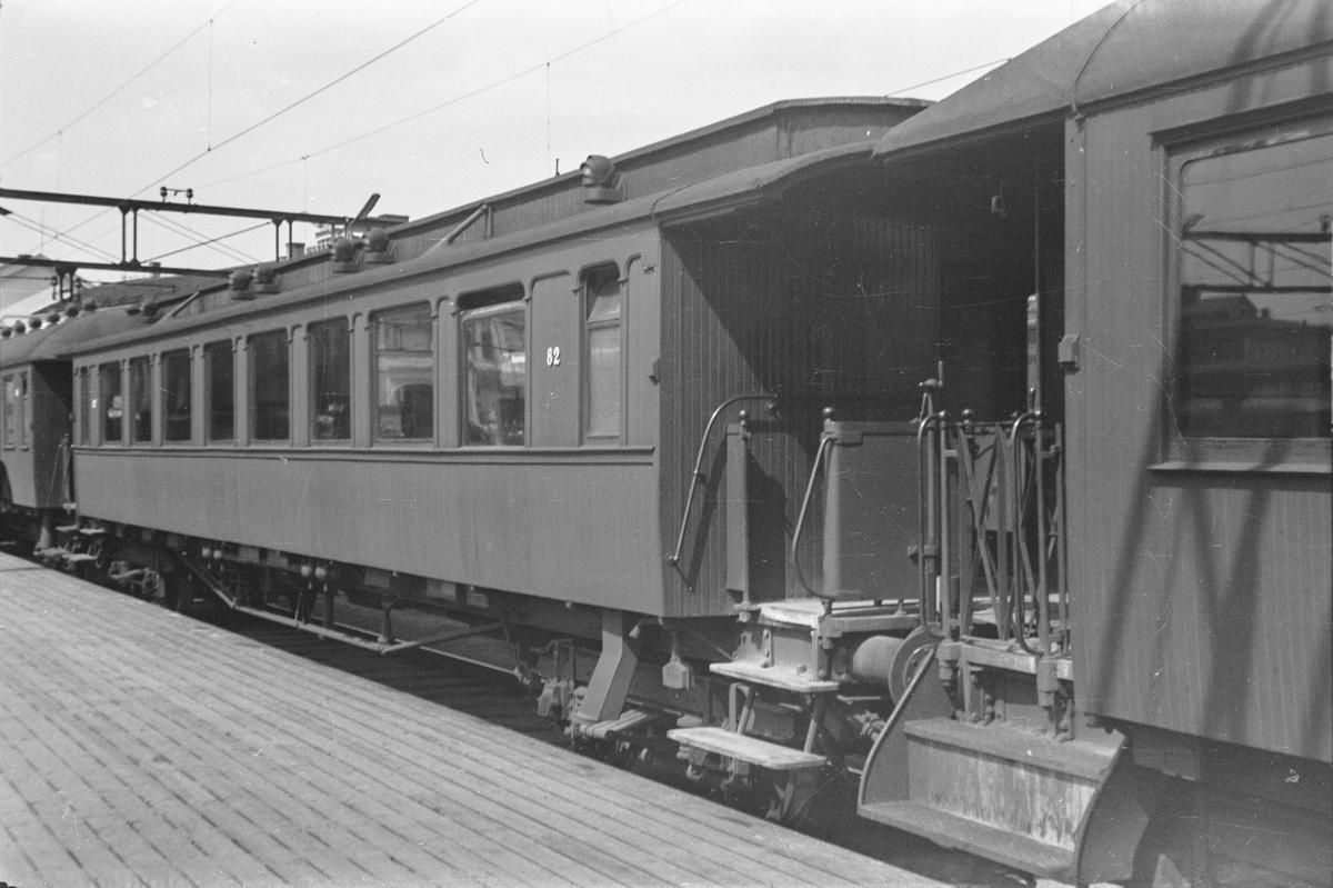 NSBs personvogn litra Bo3b type 1 nr. 82 Oslo Østbanestasjon.