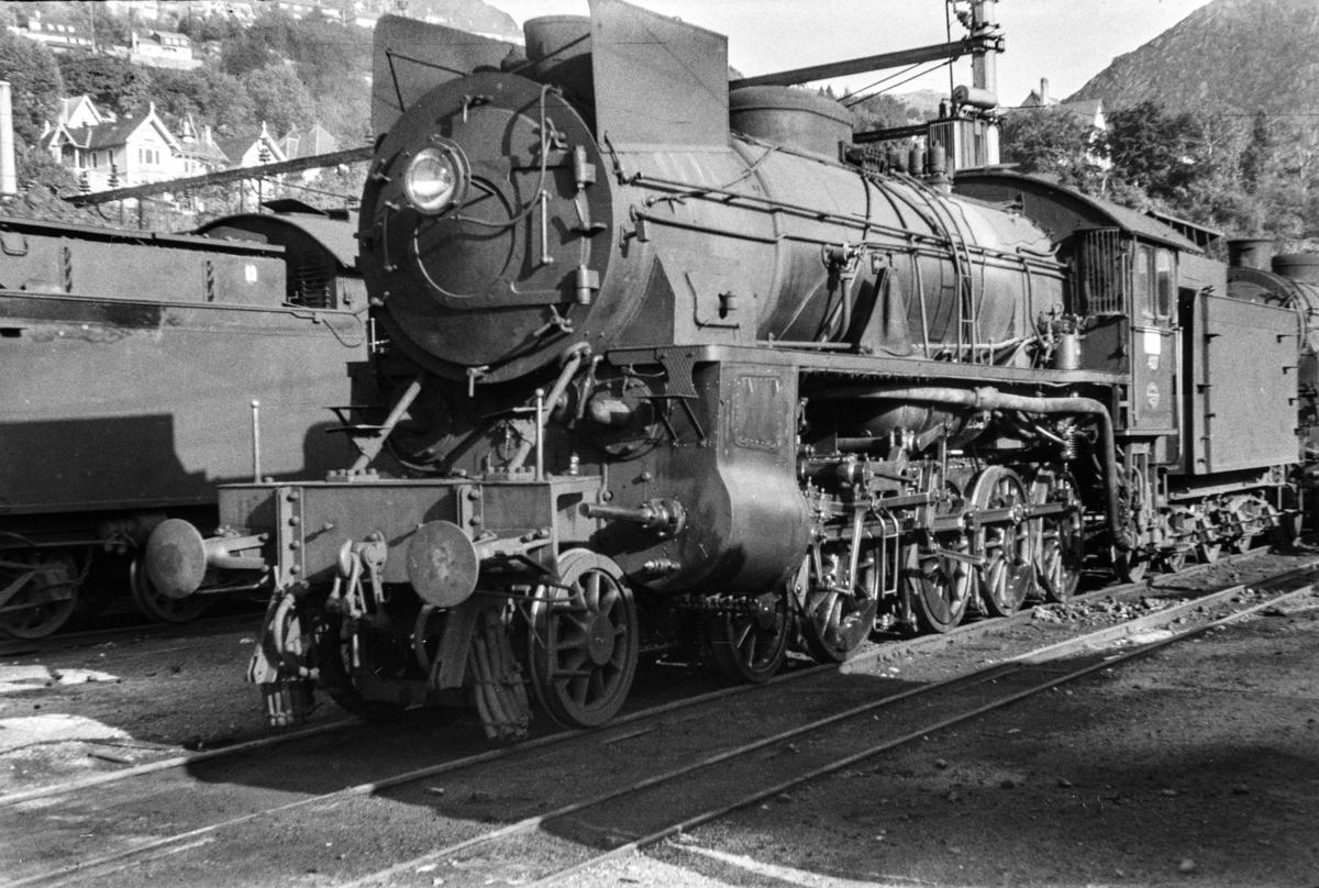 Damplokomotiv type 31b nr. 427 ved lokomotivstallen på Bergen stasjon.