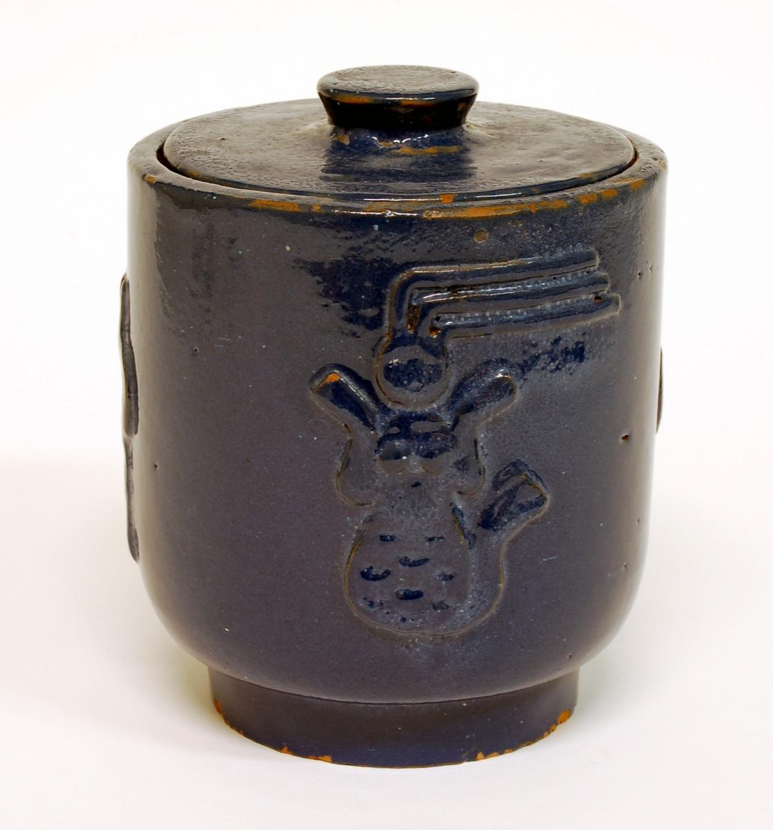 Lockurna med sjöjungfru, segelbåt m.m. i blå glasyr, keramik, formgiven av Märta Willborg, 1930-talet.