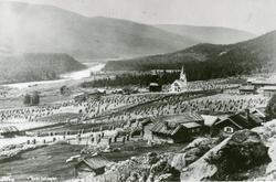 Torpo med kyrkjene ca.1890.