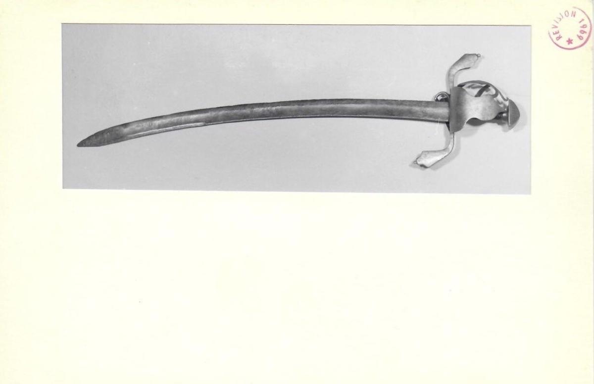 Jakobsen type A, men S-formet parerstang. Merke på innsiden av klingen. Jelman 29 cm.