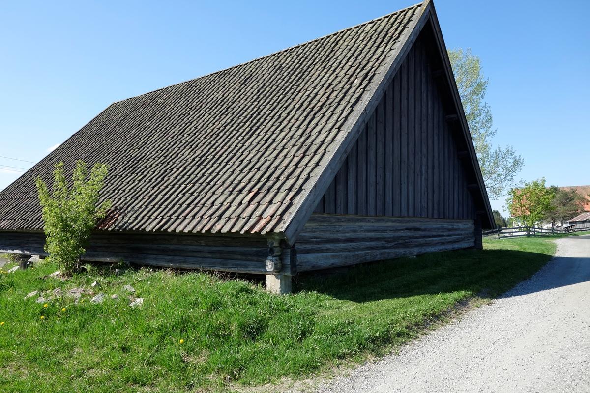 Potetkjeller fra ca. 1830. Står på opprinnelig plass.