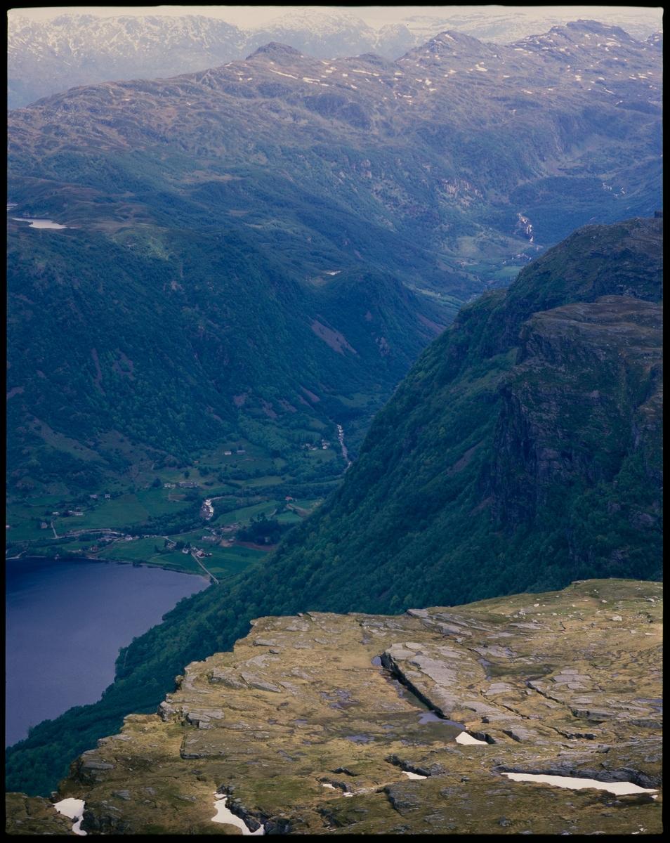 Et fjellparti sør for Stordalsvatnet i Etne, antageligvis Nordfjellet. Frette og Fretsdalen går inn øverst i bildet.