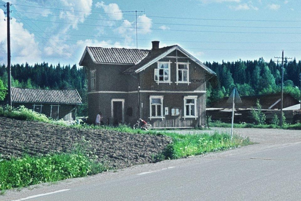 Ved Hemnes stasjon noen år etter Aurskog-Hølandbanens nedleggelse