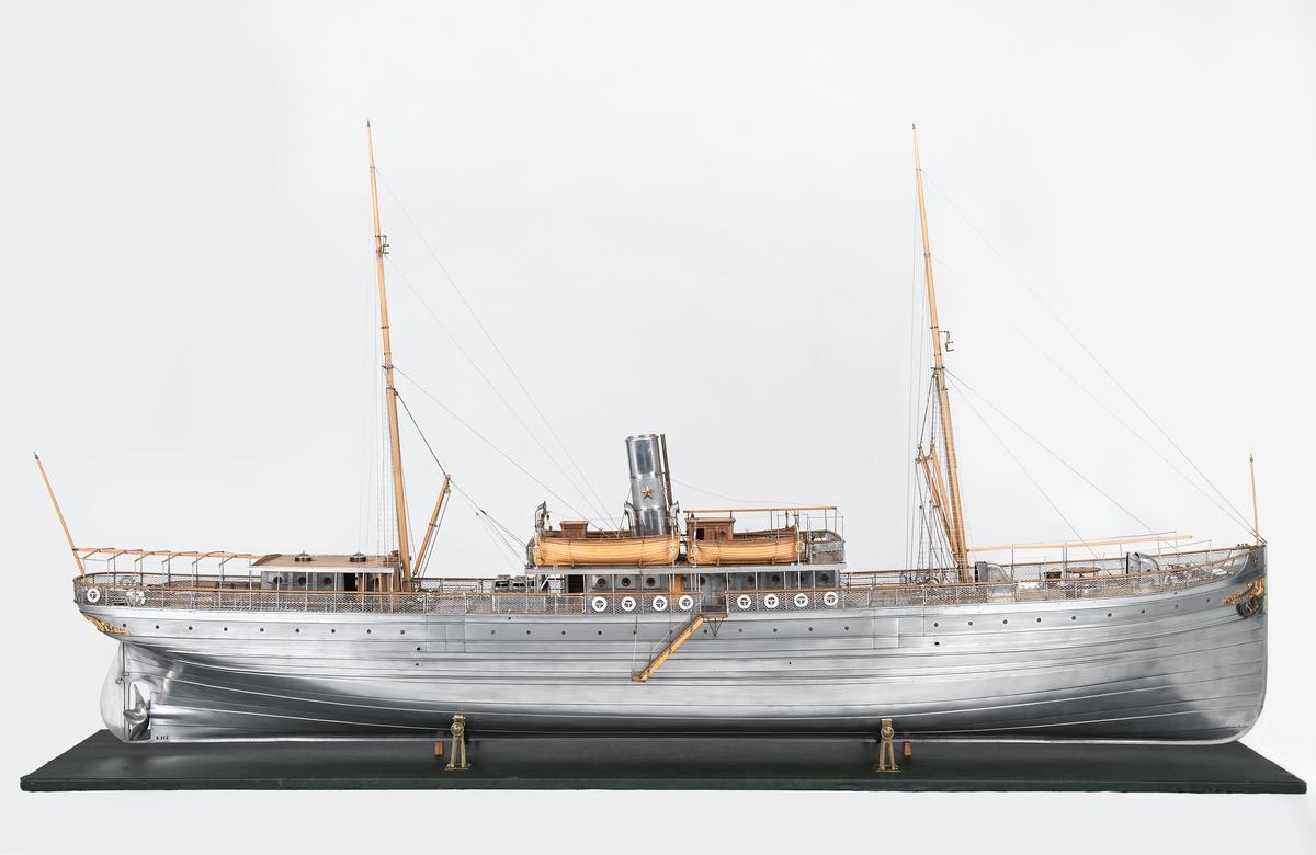 Modell av last- och passagerarångfartyget AEOLUS, byggd av Frans Oscar Carlsson