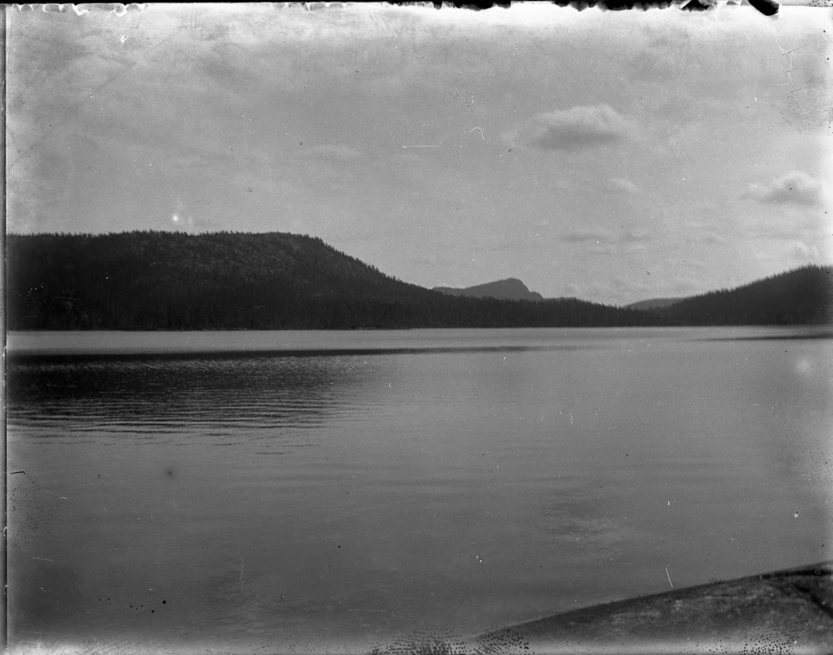 Fotosamling etter fotograf Thiman Børlum. Fotosamlingen dokumenterer gårdsliv og stulsliv i Sauherad  i perioden 1902 til ca.1915 (d.1922).  Nr.248