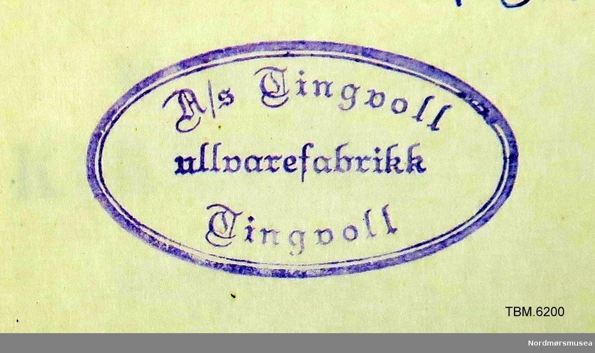 Salmebok av vanleg type. Svart bind og gullskrift på ryggen. 860 sider.