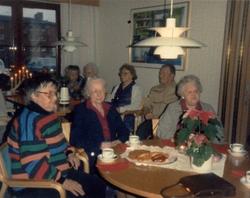 Fikastund i Brattåsgården, 1980-tal. Från vänster: 1. Barbro