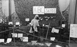 Regementets Dag. Materielutställning i rikthallen. ABC-skydd