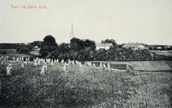 Parti ved Løiten kirke, postkort, Løten. Landskap, kornsnes,