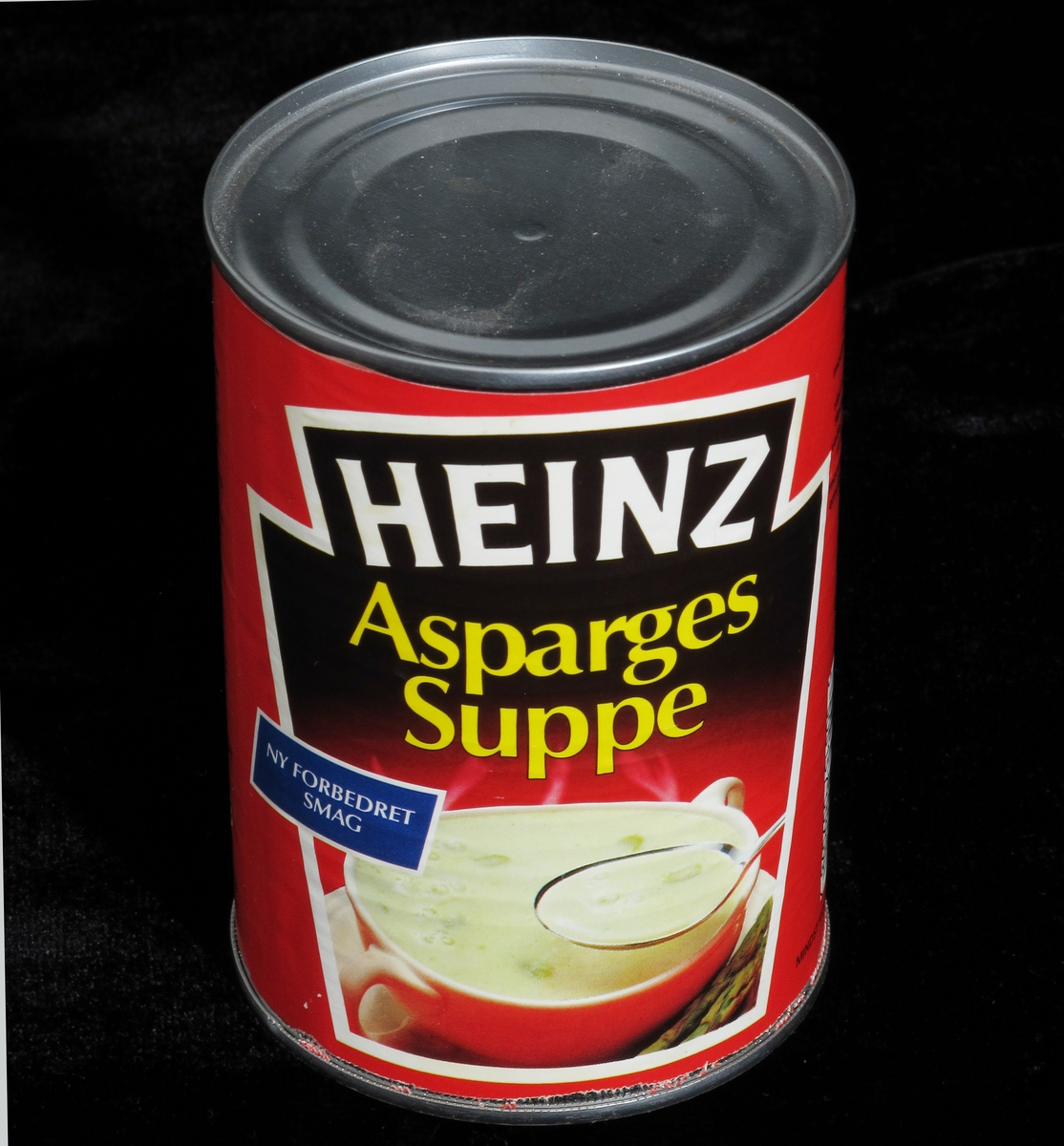 Suppe i rød og hvit suppebolle.