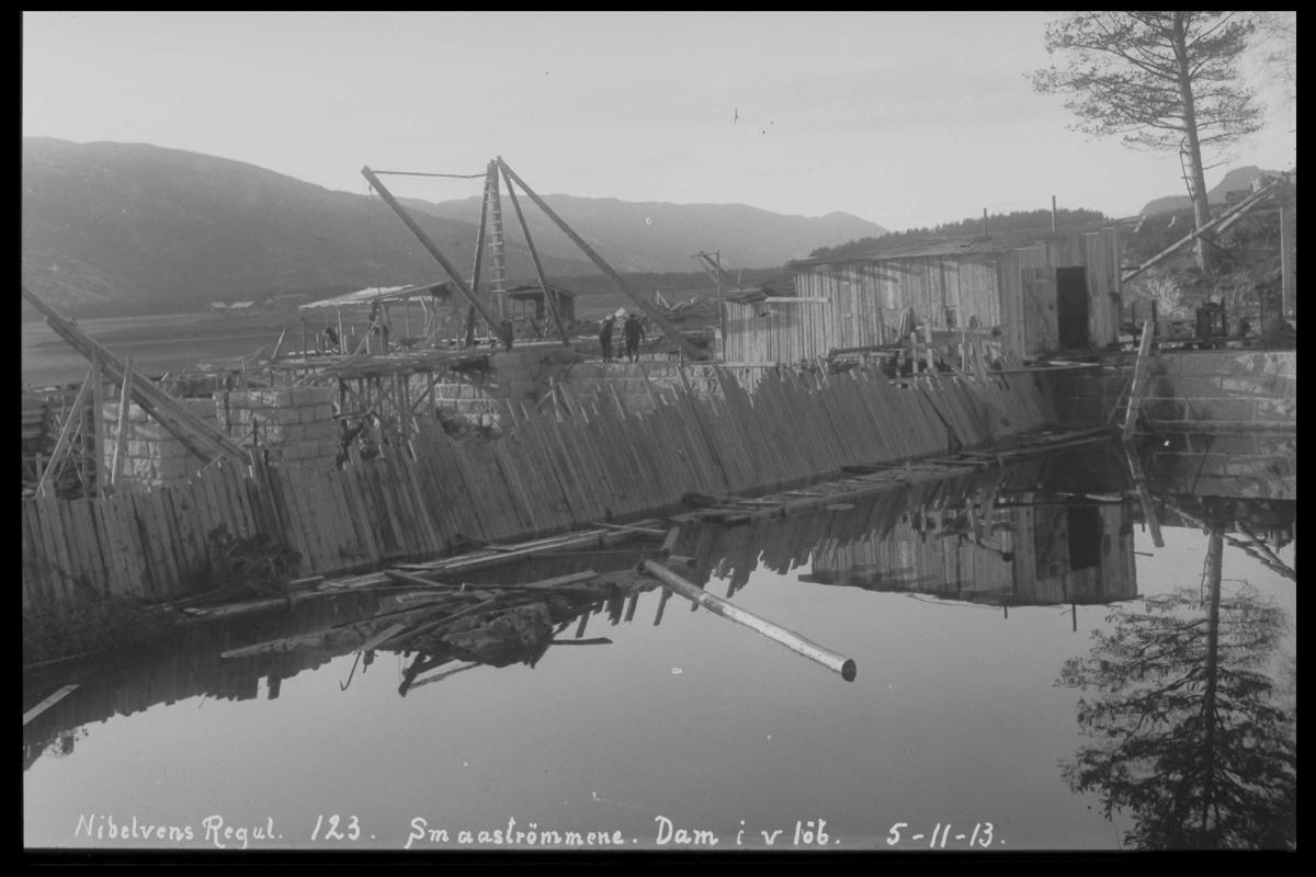 Arendal Fossekompani i begynnelsen av 1900-tallet CD merket 0446, Bilde: 67 Sted: Småstraumene Beskrivelse: Tømmerrenne. Bro over Nidelva