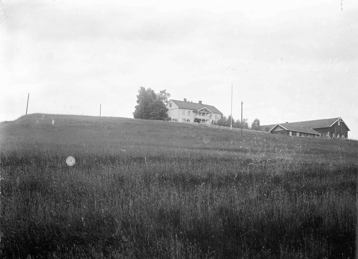 Even B, nedre Bådshaug, gård 1924