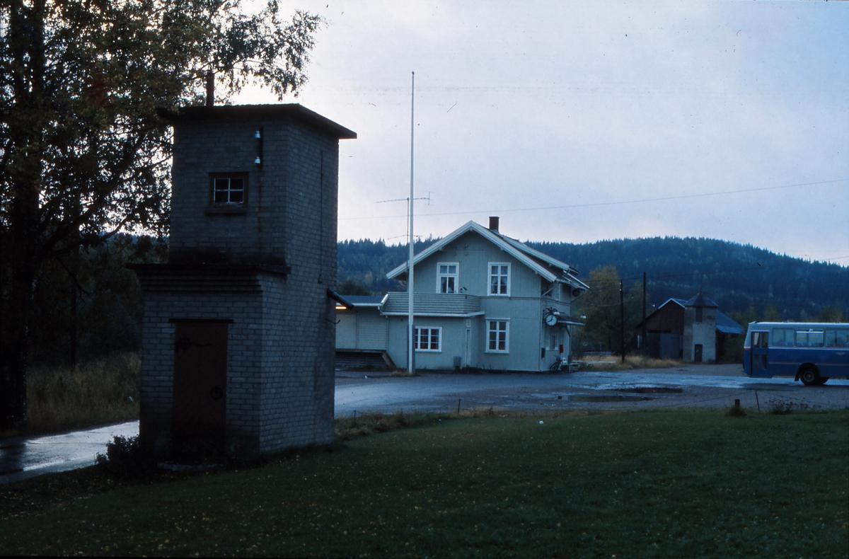 Nordre vanntårn på Bjørkelangen stasjon tolv år etter nedleggelsen.