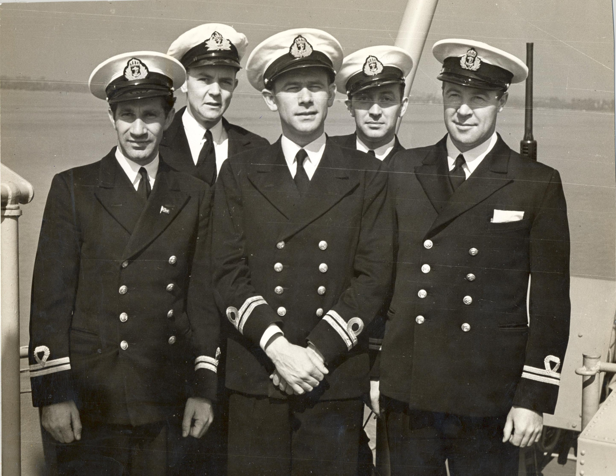 En gruppe norske offiserer som var ombord på Undervannbåtjageren King Haakon VII.