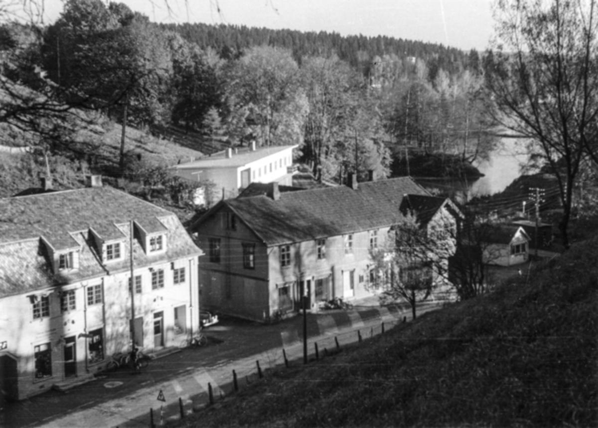 Utsikt fra Sundtoppen. Lindal-gården i bakgrunnen.