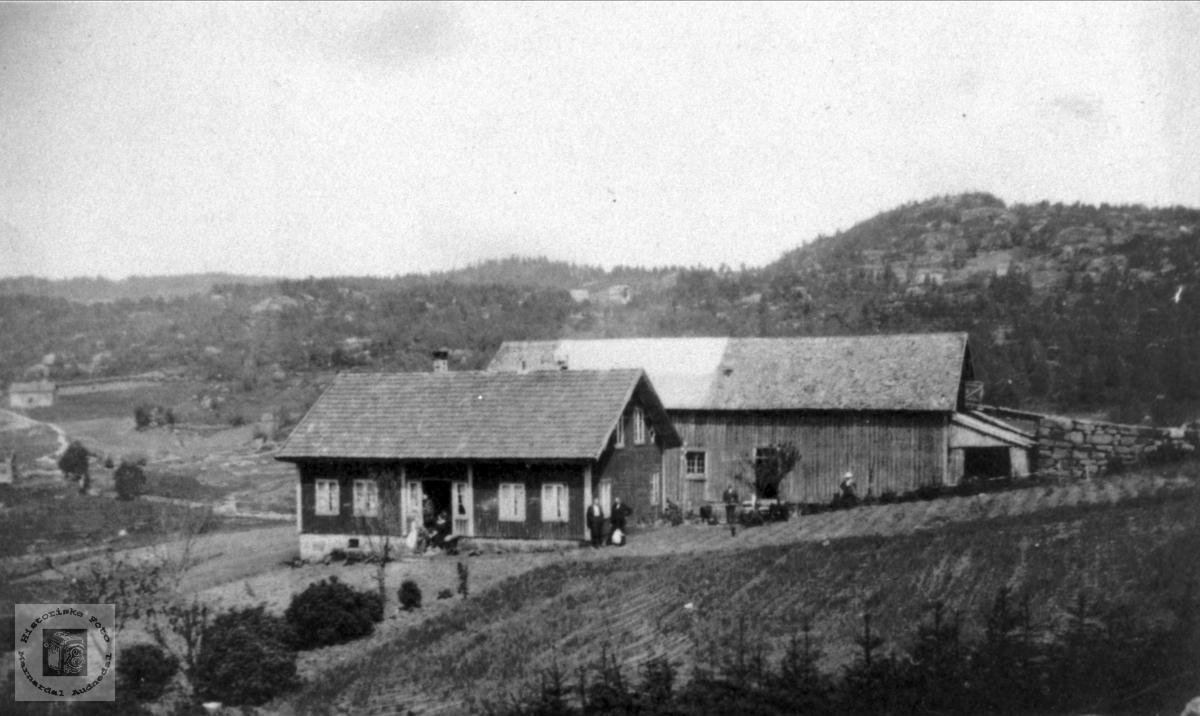"""Gårdsbilde Roland """"Der ute"""", Bjelland."""