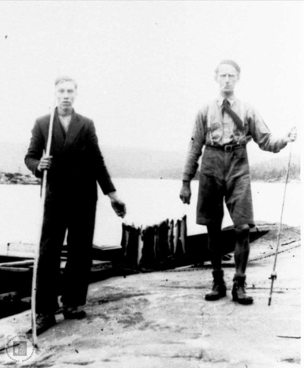 Fiskere trolig fra Bjelland m/fangst.