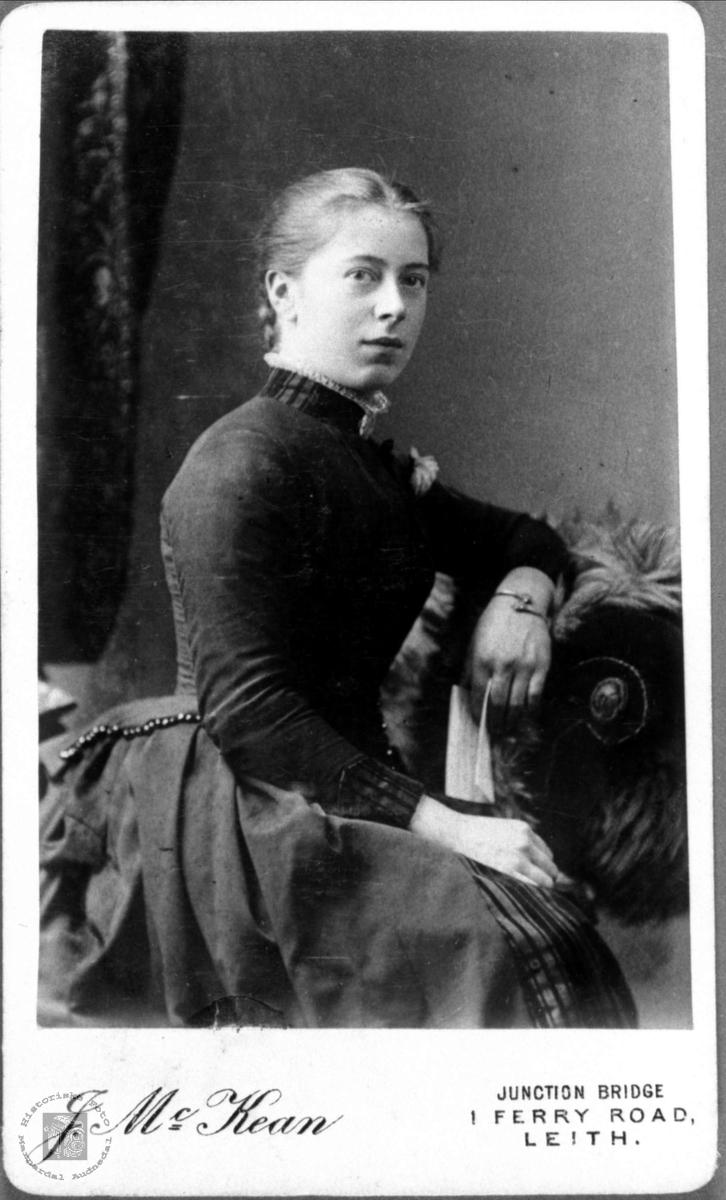 Portrett av ukjent dame fra Marnardal eller Audnedal.