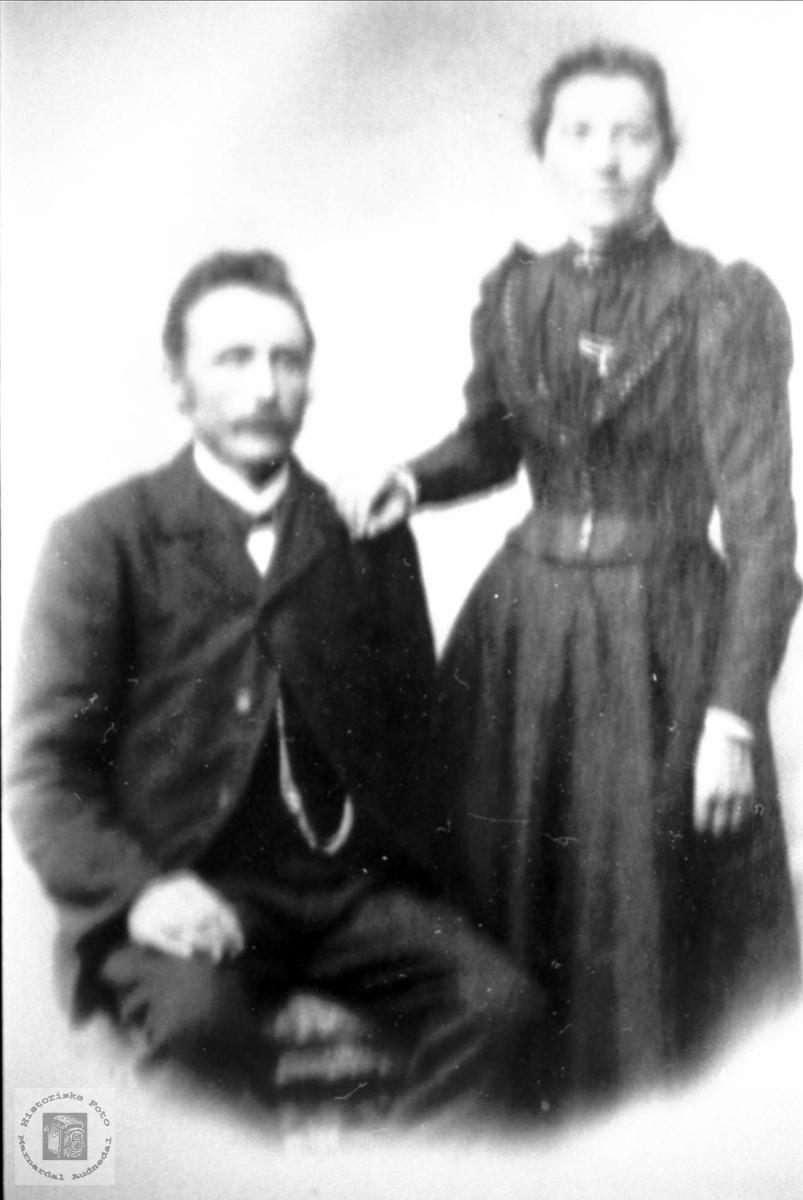 Portrett av ekteparet Ola og Turid Tveit, Sundbø i Bjelland.