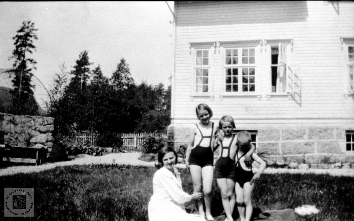 I hagen, doktorgården Solheim, Laudal.