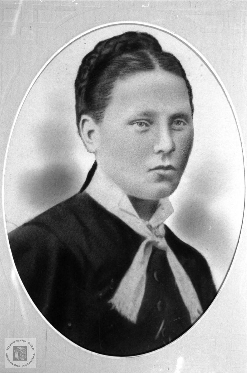 Portrett av Ragnhild Skuland, Laudal.