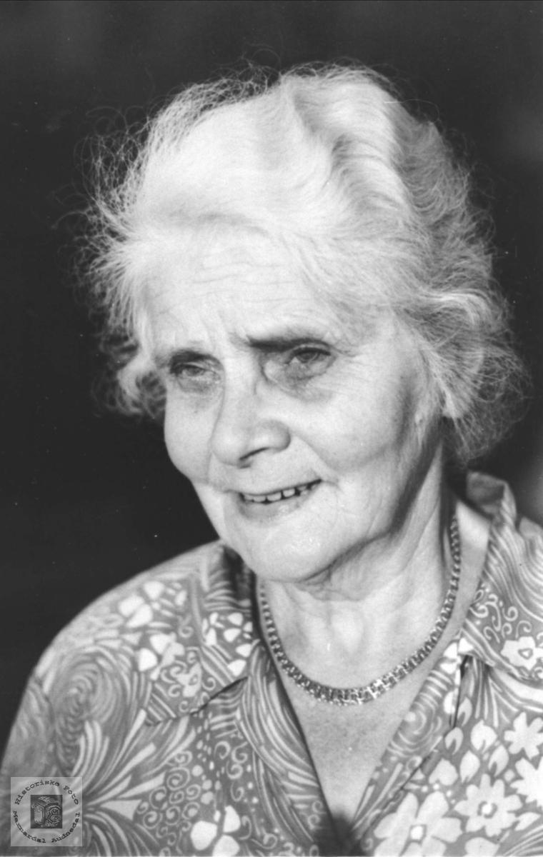 Portrett Anna Askjellsdtr Manneråk gift Skjævesland, Øyslebø.