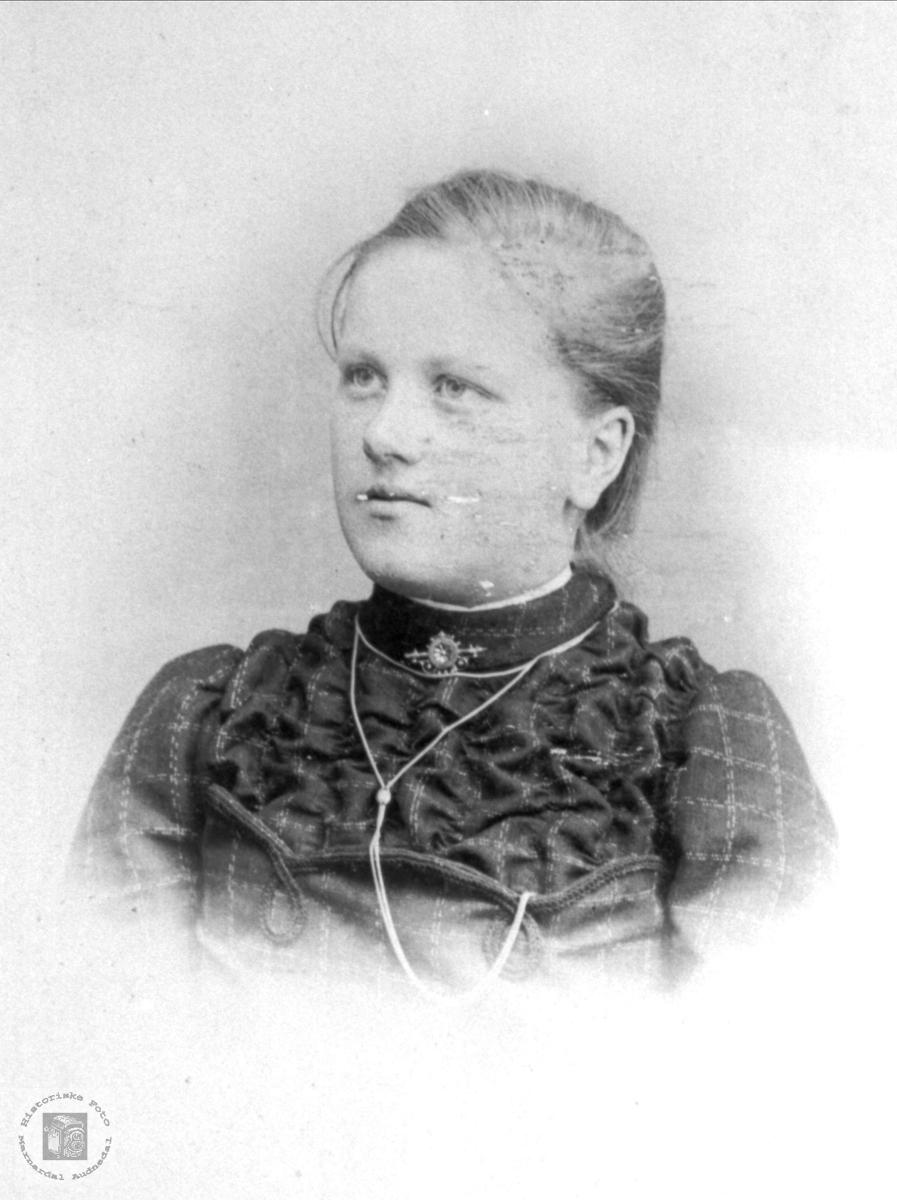 Portrett av Marthe Egelandså, Øyslebø.