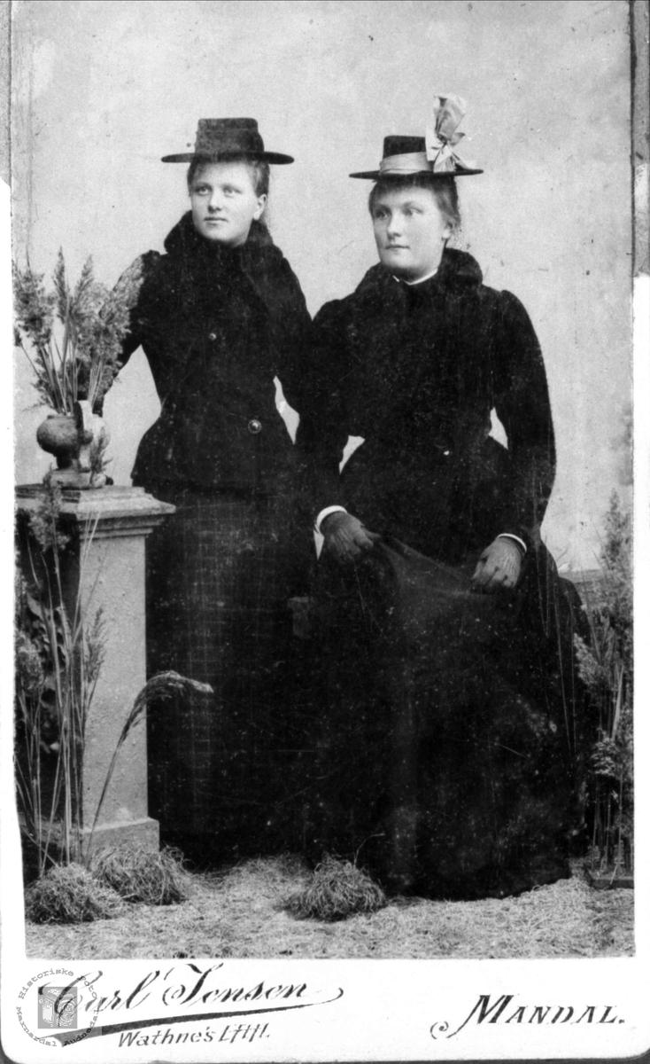 Portrett av Martha Heddeland og ukjent, Øyslebø.