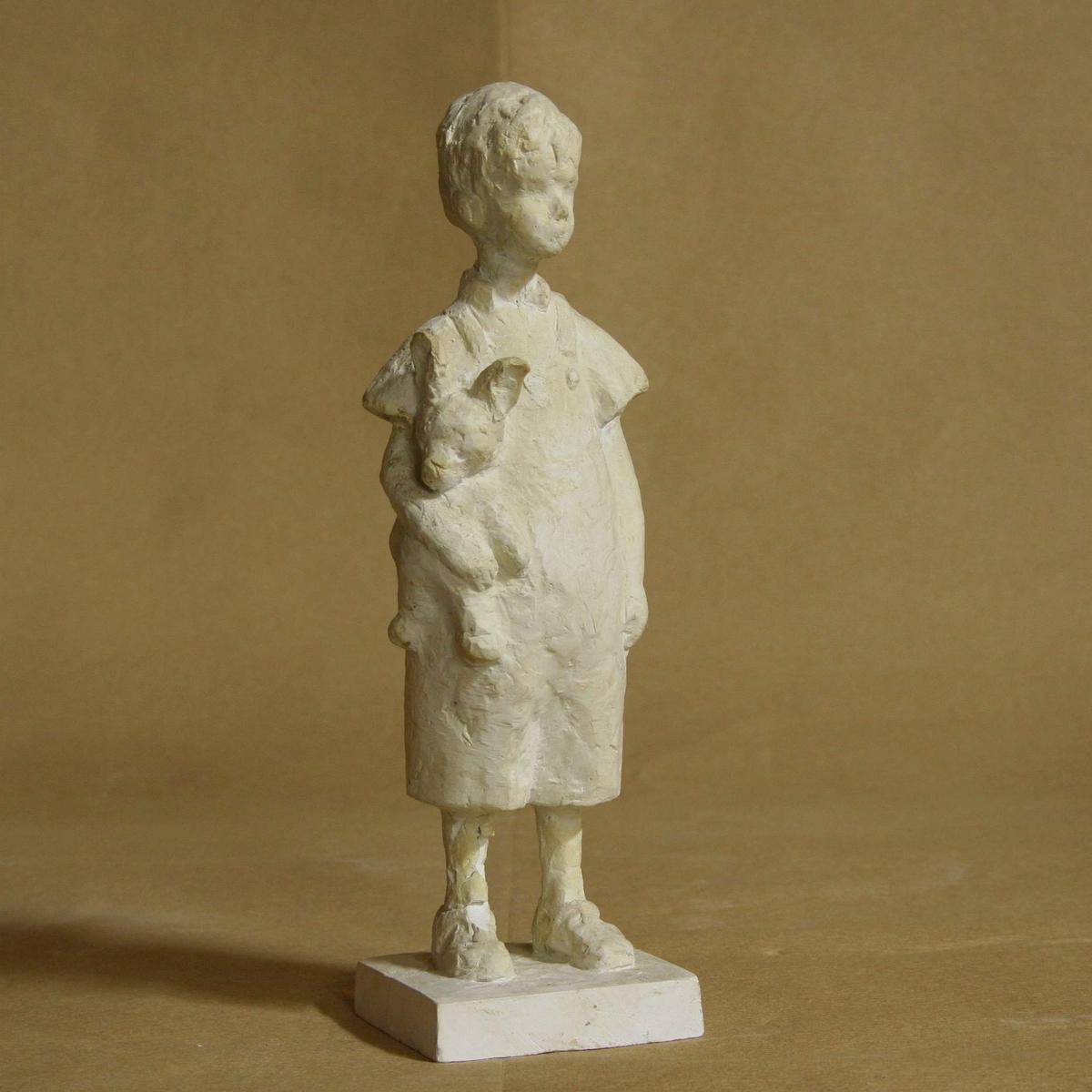 Gutt med bamse [Statuett]